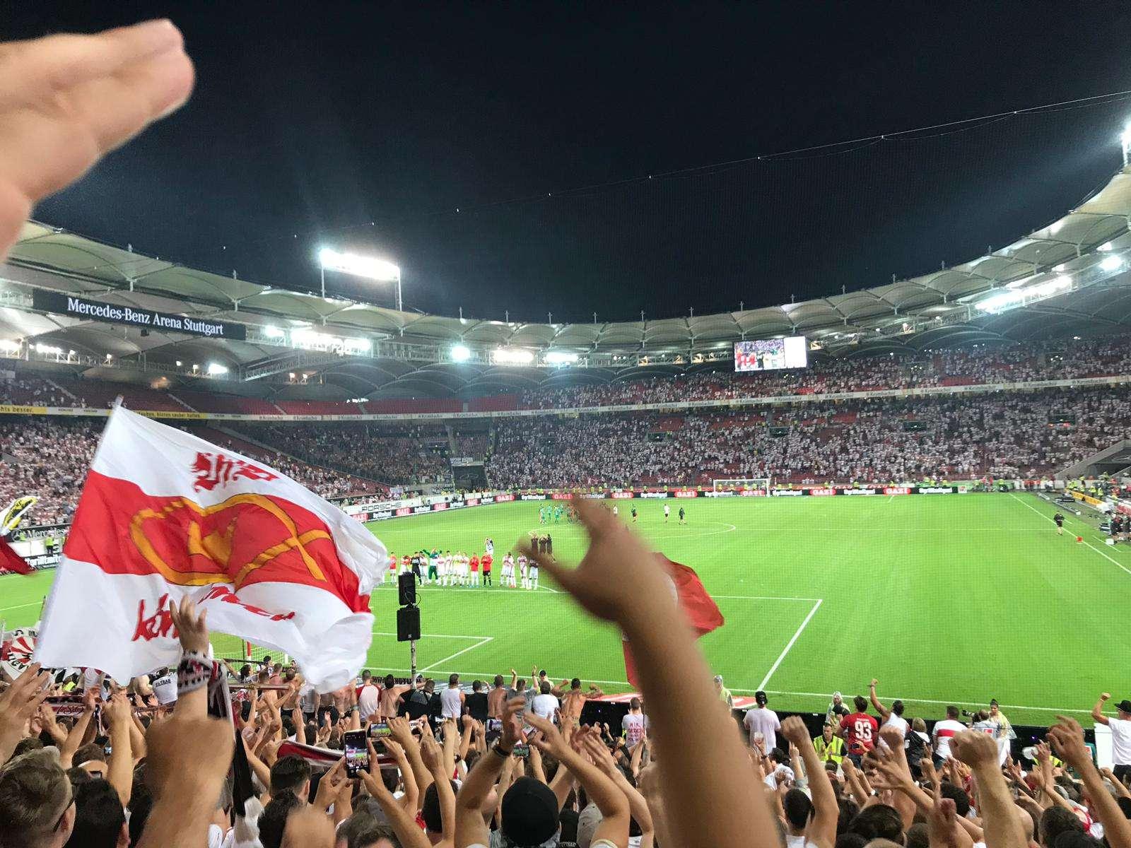 VfB-Flagge-im-Stadion